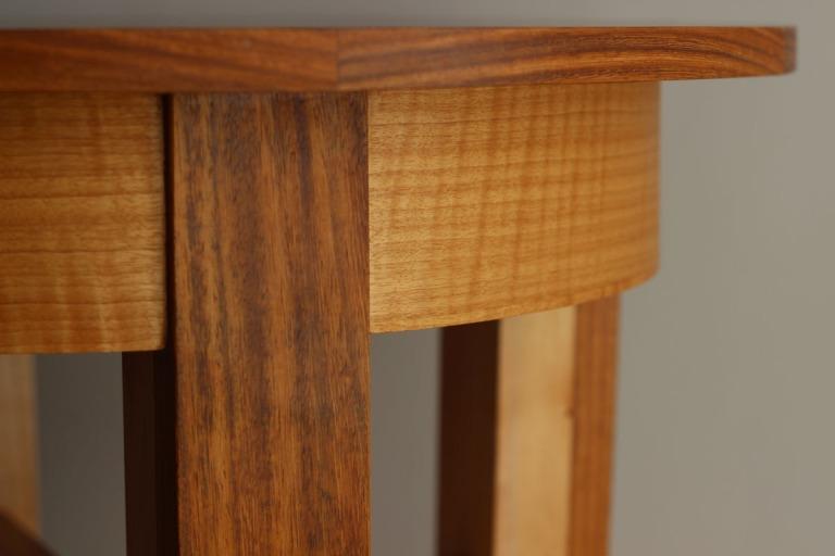 round_table_apron_detail