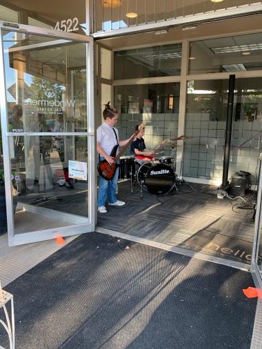 Rocking Al Fresco concert in Windermere Lobby